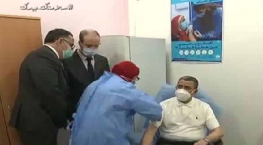 Abdelaziz Djerad reçoit une injection du vaccin anti-Covid - Algérie