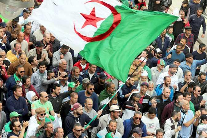 Le mouvement citoyen entre mobilisation intacte et recherche de perspectives politiques  : Hirak, à la croisée des chemins - Algérie