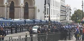 La marche des étudiants à Alger avortée par la police - Algérie