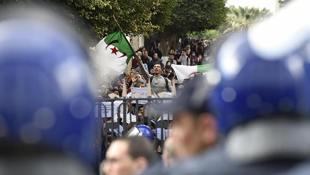 La marche des étudiants empêchée à Alger - Algérie