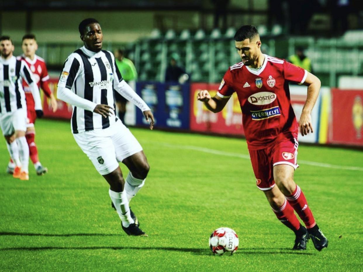 Mercato : Rachid Bouhenna au CFR Cluj pour deux saisons - Algérie