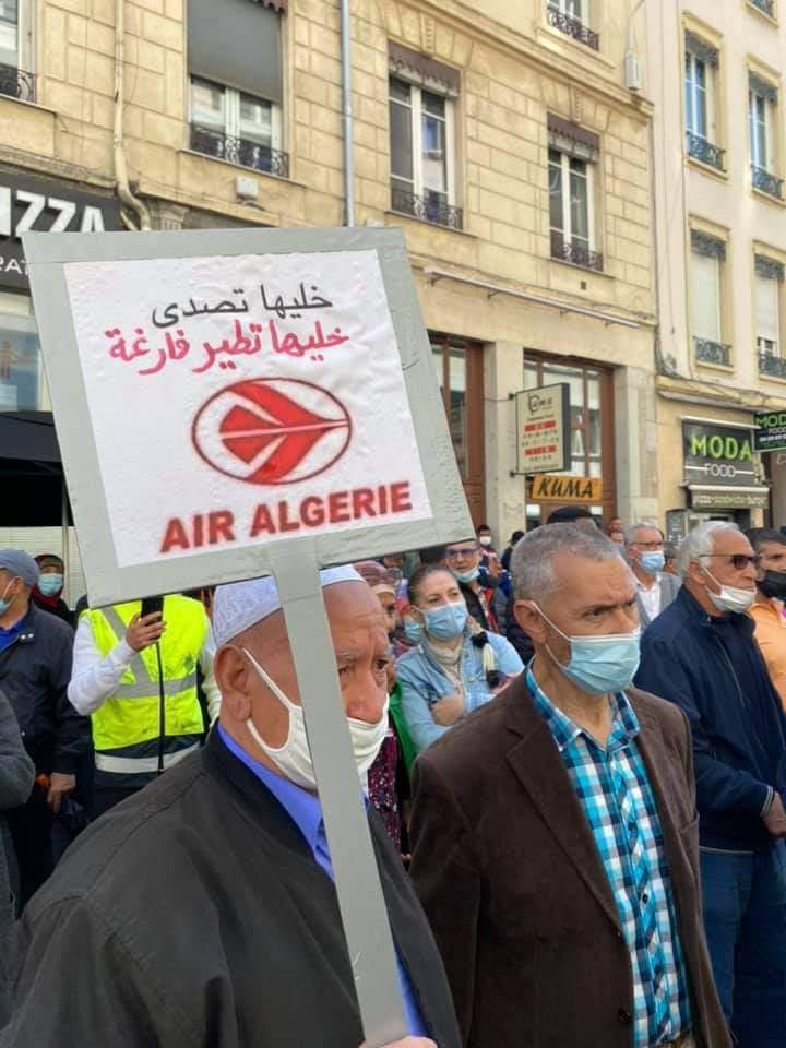 Réouverture des frontières:  Manifestations de la communauté algérienne en France - Algérie