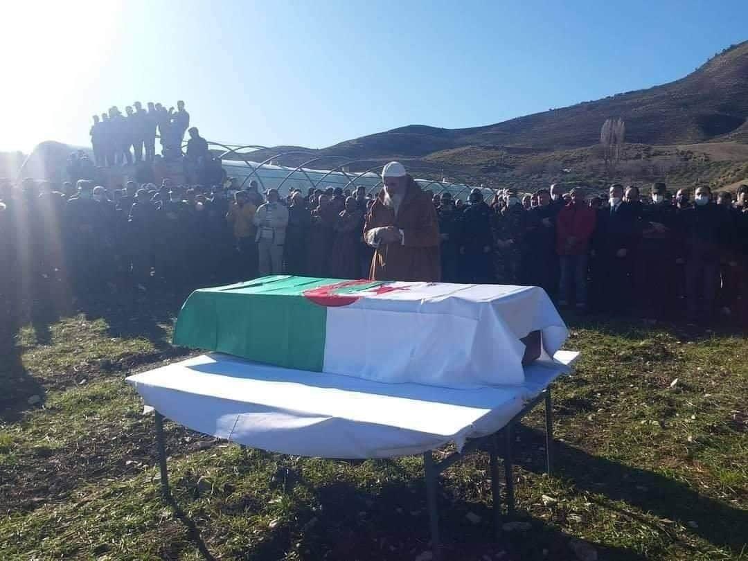 تشييع جثمان شهيد الواجب الوطني العريف محمد رابح راشدي إلى مثواه الأخير - الجزائر