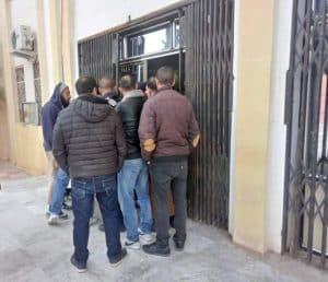 """عين أزال بسطيف: محتجون يغلقون مقر البلدية للمطالبة بتوزيع""""السكن الريفي المجمع""""بقرية طقيع - الجزائر"""